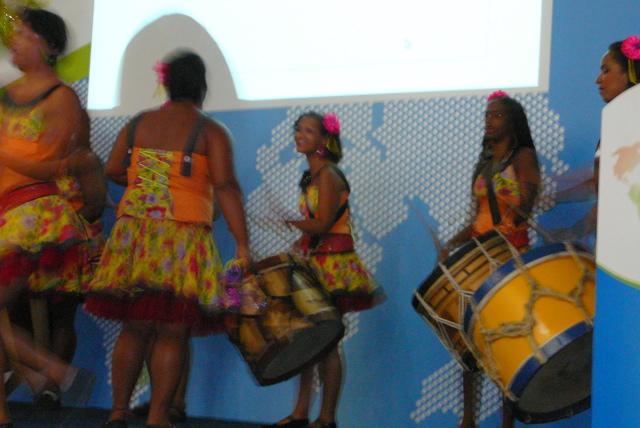 Drumming girls at Openbossa